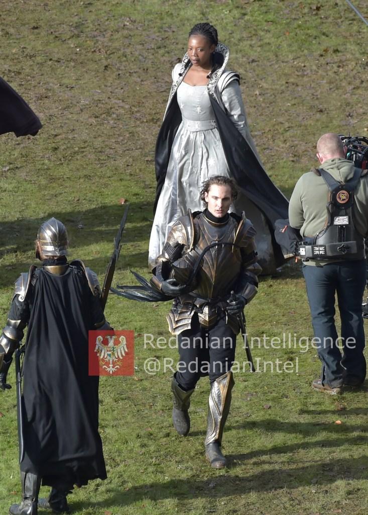 《巫师》第二季新尼弗迦德盔甲亮相 终于不难看了