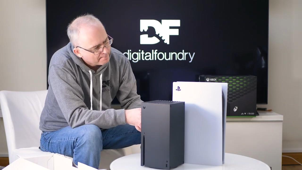 外媒开箱对比PS5及Xbox Series X PS5手柄更优秀