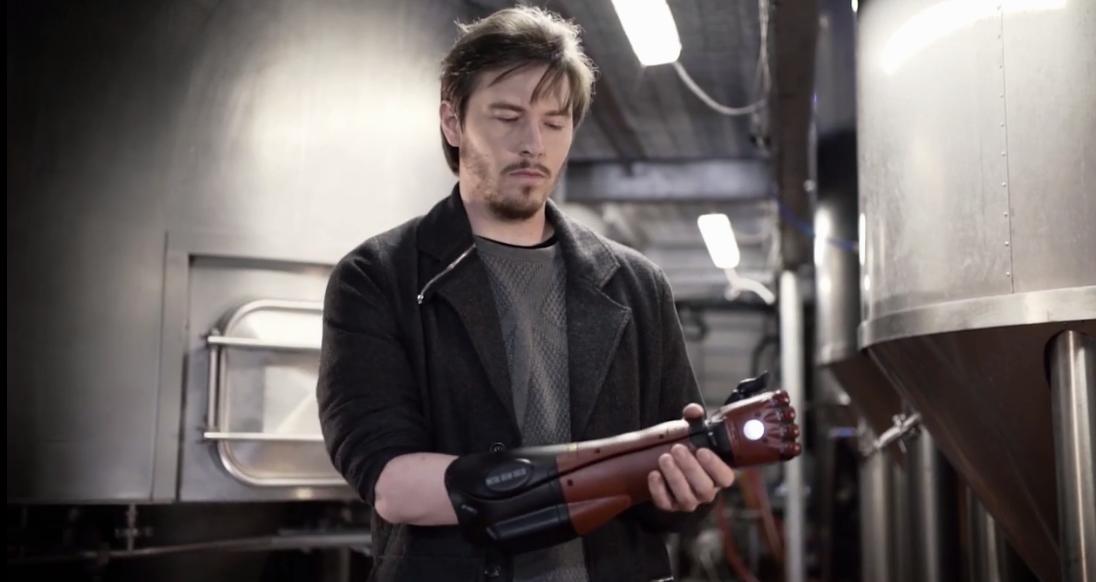 科乐美公开最新《合金装备》义手罩宣传片 美观性实用度兼具