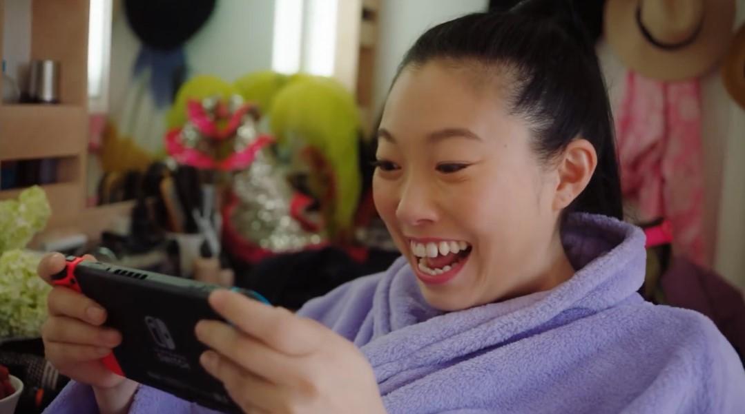 亚裔金球奖最佳女主角奥卡菲娜给Switch拍广告
