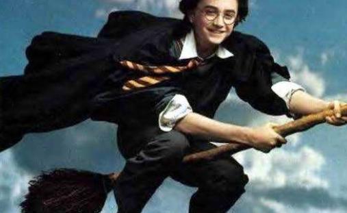致敬哈利波特!老外打造飞天扫把电动车最高时速60公里