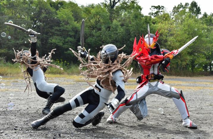 《假面骑士》圣刃特摄电影最新剧照揭露 6大圣刃骑士一起变身