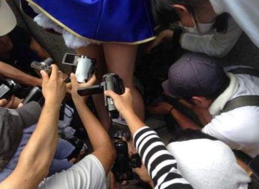 色影师栽了 岛国鄙陋男涉嫌偷拍「舰娘」COSER裙底被捕