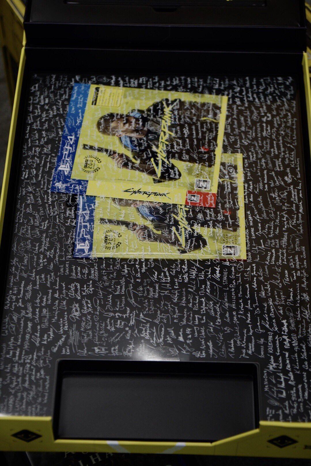 《赛博朋克2077》NPC收到游戏盘 小岛秀夫祝贺游戏发售