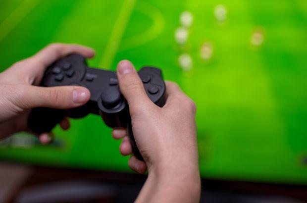 体育和电影收入加起来都比不过游戏 但主要来自手游收入