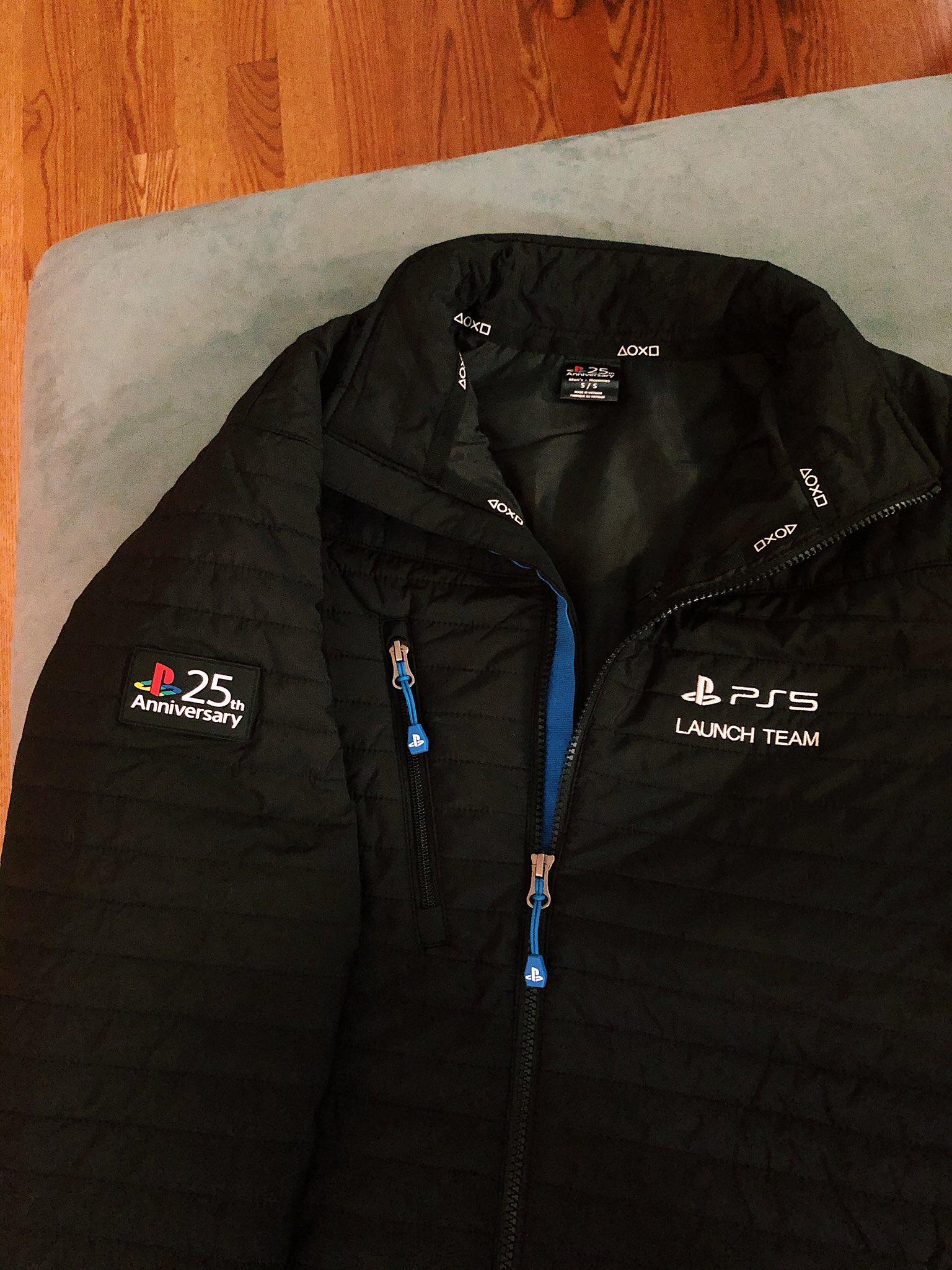 索尼给顽皮狗员工赠送限量PS5保暖纪念夹克