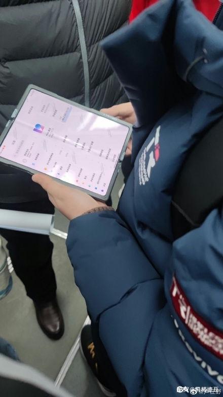 国内大批折叠屏手机将问世:小米领衔 MIX 4或首发