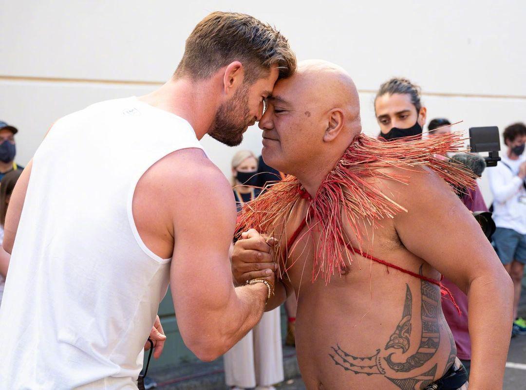 《雷神4》电影正式开机 锤哥与澳洲原住民起舞表演