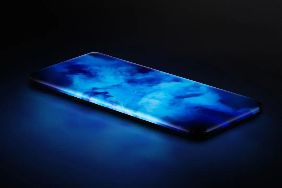 小米首款四曲瀑布屏概念手机亮相 老外:酷毙了 就是担心实用度