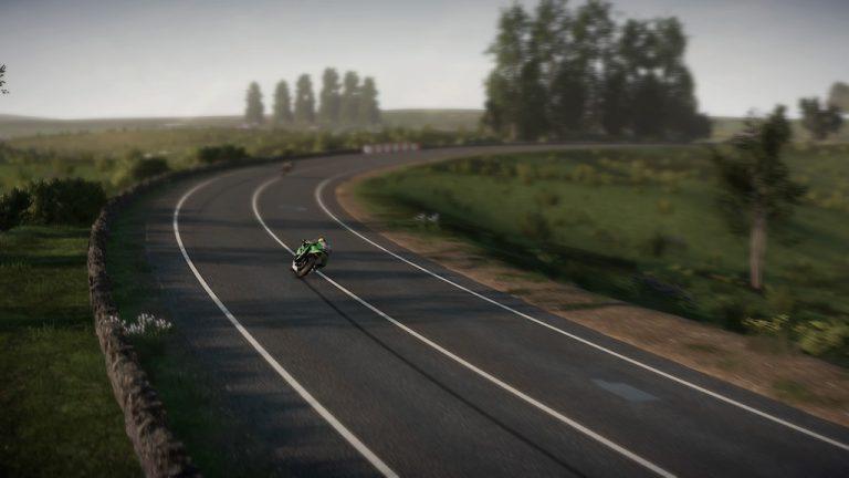 《曼岛TT赛事:边缘竞速2》现已支持PS5主机运行