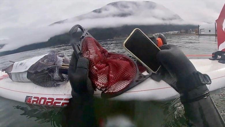 加拿大一iPhone 11掉入湖底半年 捞出后仍能正常使用