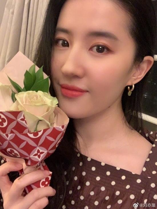 刘亦菲祝贺《花木兰》提名奥斯卡 称这消息难以置信