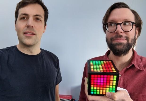 创意点阵发光方盒公开众筹 多种游戏方式增添乐趣