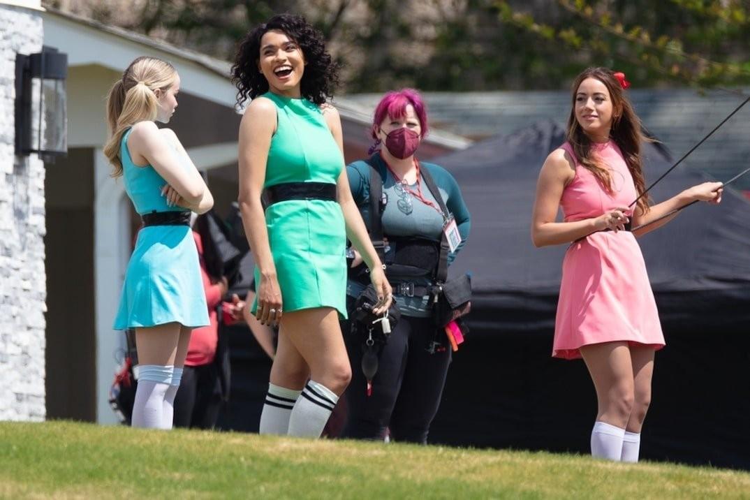 《飞天小女警》真人剧新片场照 三位美女登场亮相