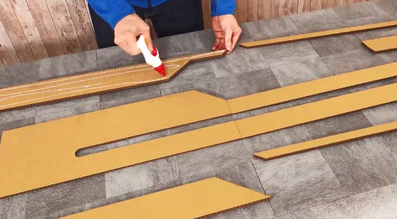 油管主自制纸质《怪猎》斩斧 可在剑形态和斧形态之间进行切换