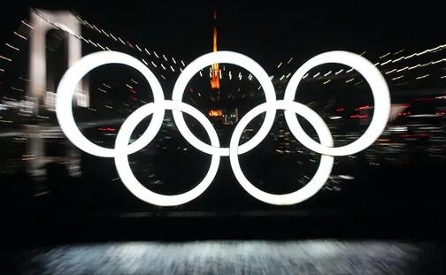 日本疫情形势空前严峻 海内外媒体民众呼吁中止奥运会
