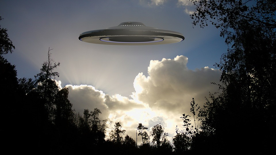 美国公布最新UFO视频:球形不明飞行物不断跳动
