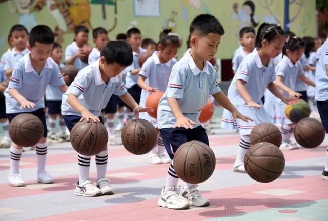 三孩生育政策来了!积极应对中国人口老龄化