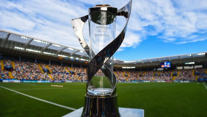 乐高亲自打造世界最大拼装足球 迎接欧锦赛即将开战