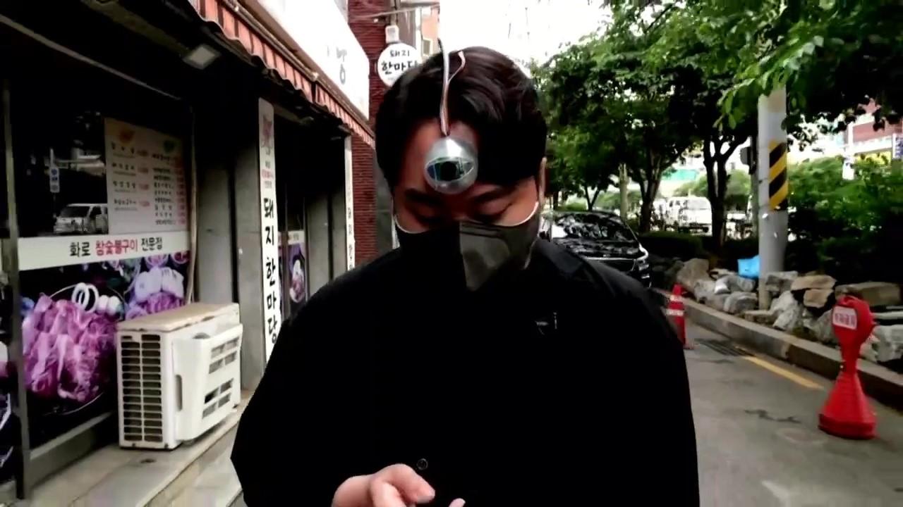 """韩国小伙发明""""义眼"""" 为低头族的旅程保驾护航"""