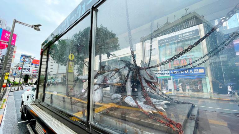 日本街头惊现怪物运送卡车 为亚马逊Prime电影《