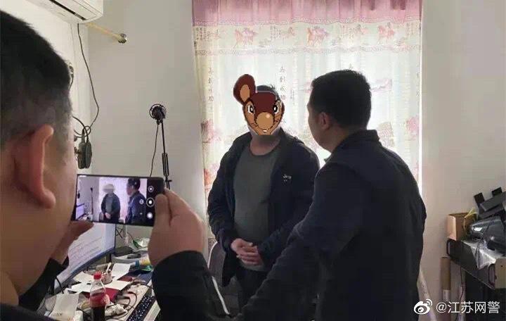 """男子汉化""""黄油""""开网站盈利 充值达140万 被江苏警方抓获"""