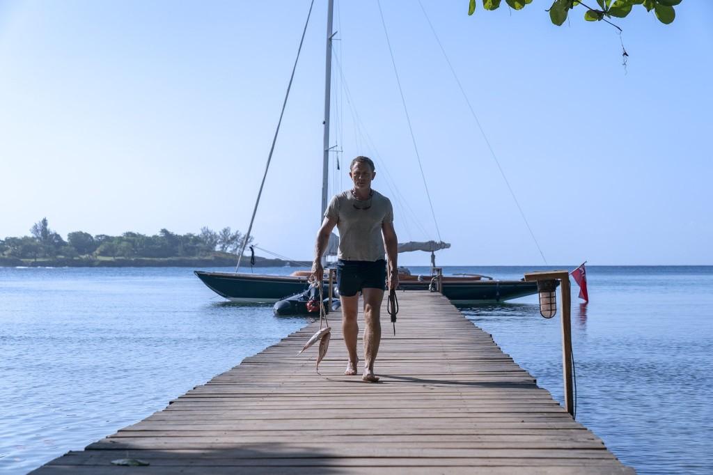 《毒液2》《永恒族》《007:无暇赴死》新剧照