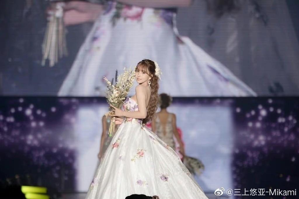 日本女星三上悠亚穿半透明汉服走秀 遭汉服爱好者怒喷