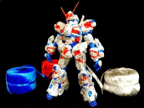 心灵手巧有模有样 高玩展示创意塑料绳编织高达模型插图3