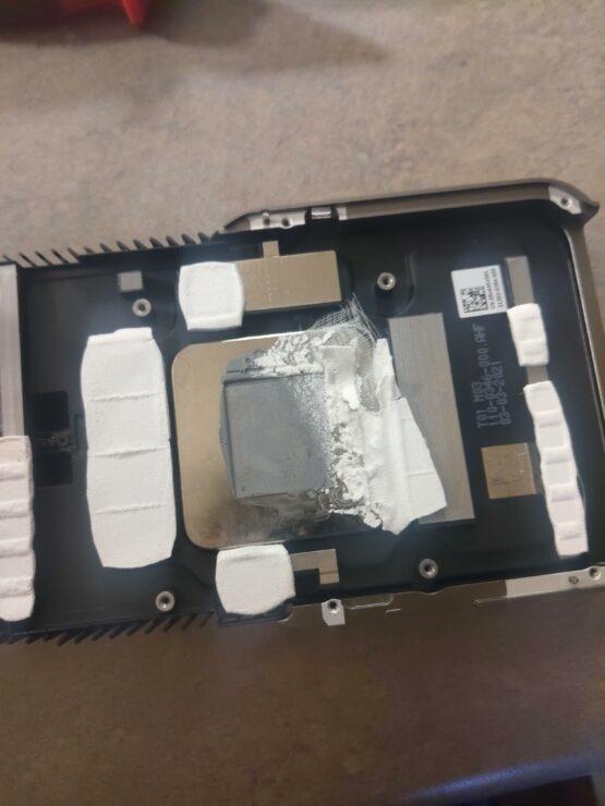 RTX 3080 Ti温度飙升:拆开发现一侧显存散热垫集体丢失