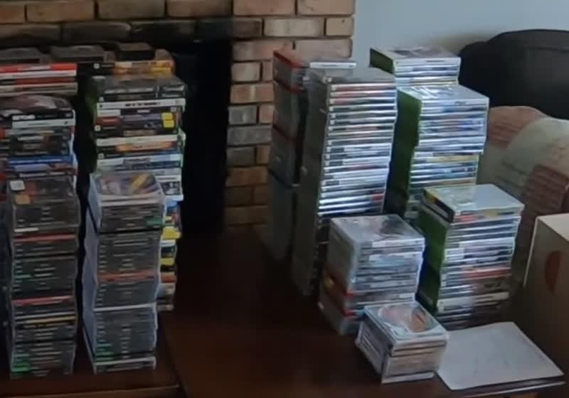 蒙尘的宝藏!油管博主在囤积癖患者废弃屋子找出约值十万美元游戏光盘