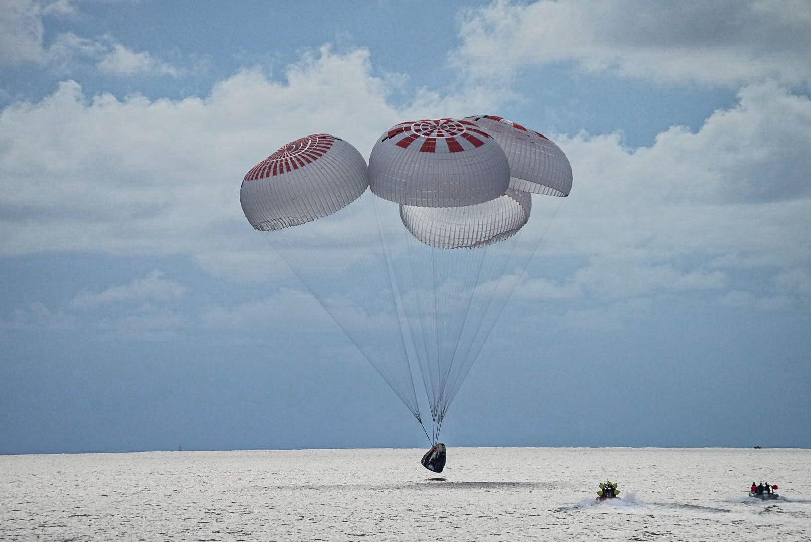 全程无专业宇航员 SpaceX全平民太空旅行团返回地球