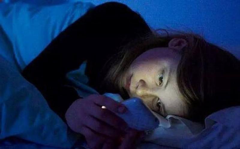 广西16岁男孩长期熬夜玩游戏 导致突发性耳聋