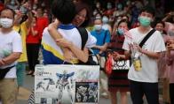 就问你酸不酸!广州考生一出考场就收到妈妈送的1800元高达