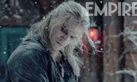 《巫师》剧集第二季新剧照 杰洛特帅气持剑站雪中