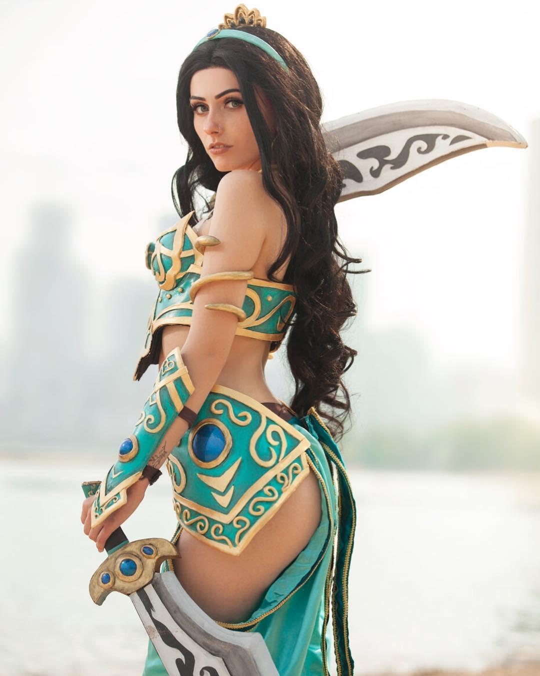 加拿大美女Cos美图让人想舔屏 肤白貌美身材超火辣  cosplay写真