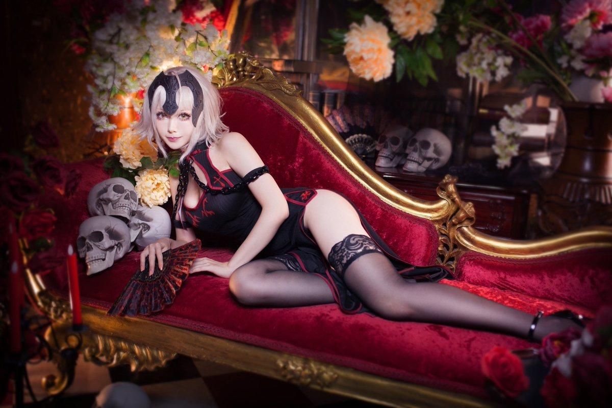 台湾妹子COS《FGO》旗袍黑贞德 营养快线不够用了  cosplay写真