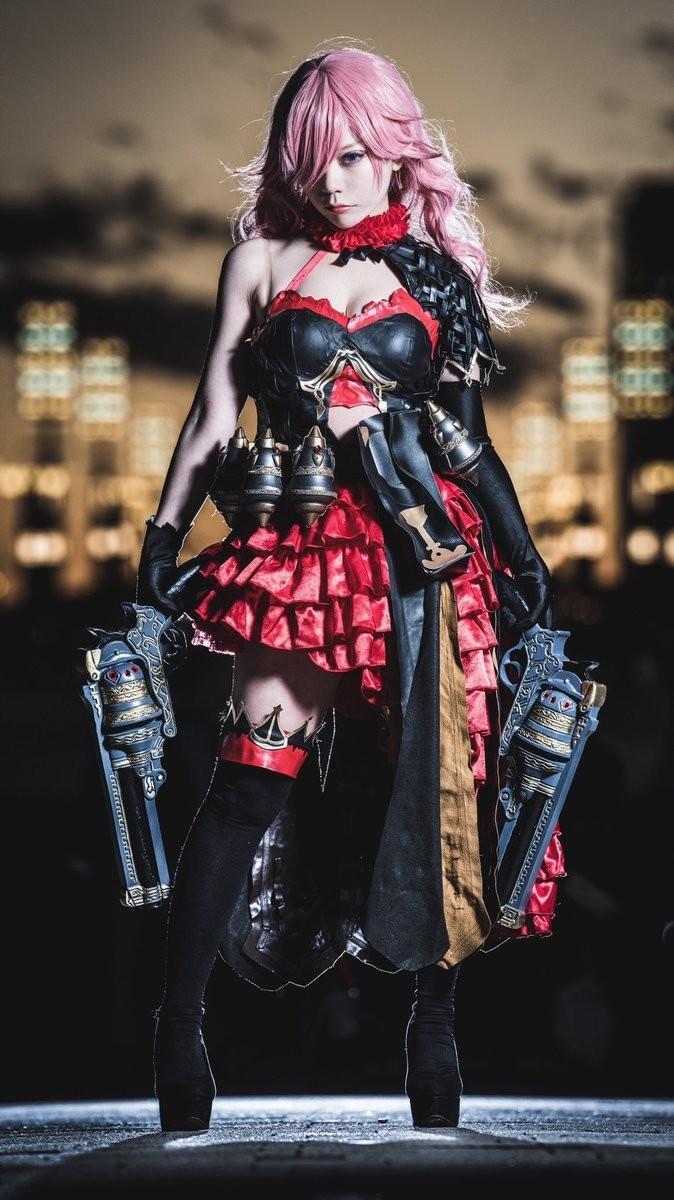 日本美女Cos《死亡爱丽丝》灰姑娘 手持双枪英姿飒爽  cosplay写真