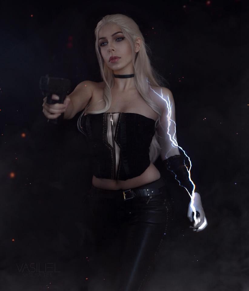 《鬼泣》系列女主Cos美图欣赏 美女穿紧身衣性感妖娆  cosplay写真