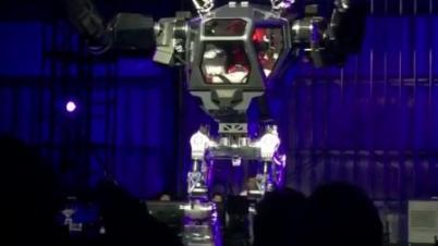亚马逊CEO试驾载人机器人