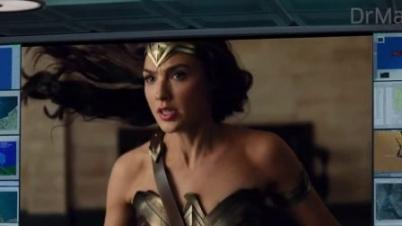 复联穿越DC观看《正义联盟》预告片